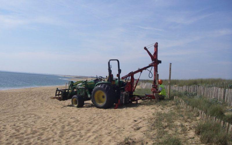 Pose de ganivelle sur le littoral